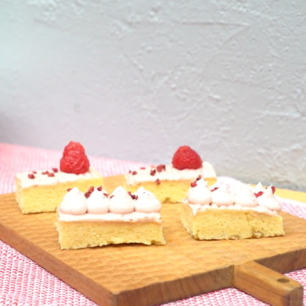 烘焙新手必學鮮奶油裝飾~【水果鮮奶油喇喇蛋糕】