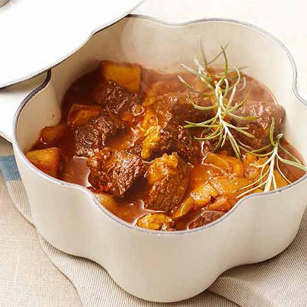 認識四種常備鍋特色!入冬必吃【傳統匈牙利燉牛肉】