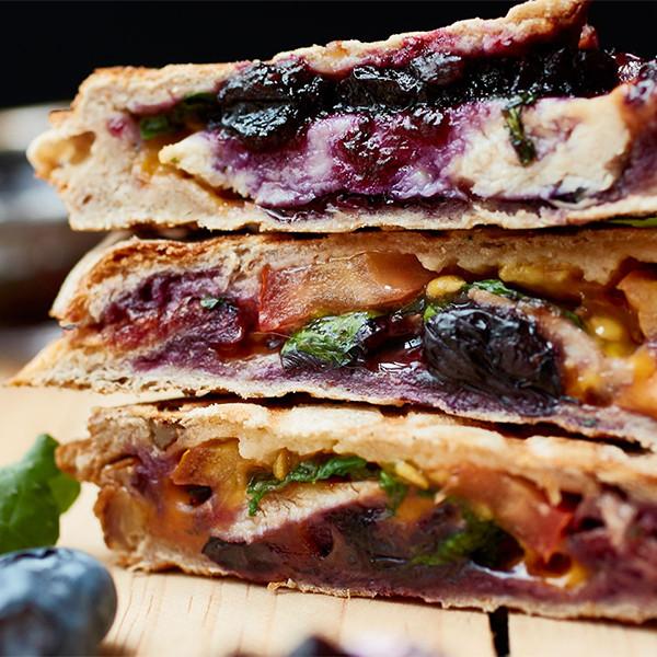 必學三明治機清理術!隨手做【香煎雞柳佐藍莓醬三明治】