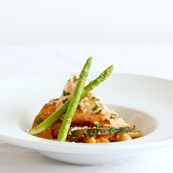 美味大餐快速煮~超犯規【白醬味噌鮭魚斜管麵】