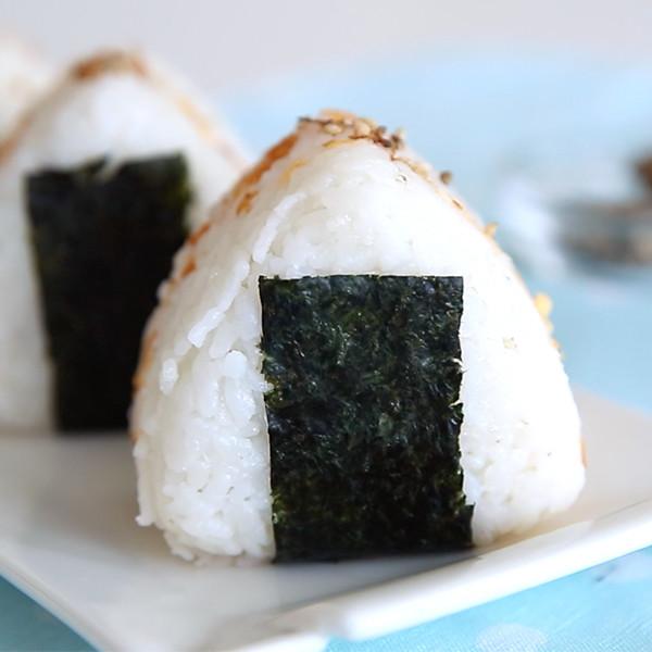 小朋友最愛早餐~【鮭魚海苔飯糰】