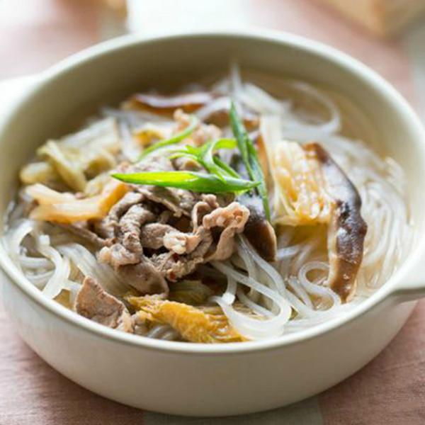 10分鐘免開火料理 「保溫杯」泡菜牛肉冬粉湯