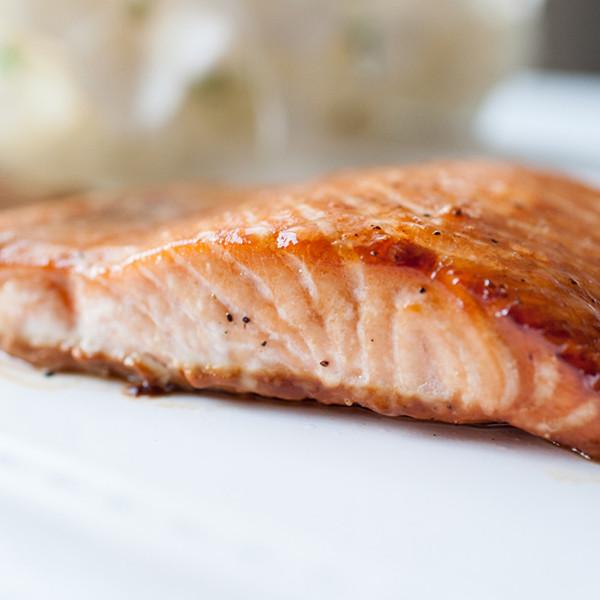 3分鐘簡單好食料理──焦糖炙烤鮭魚排