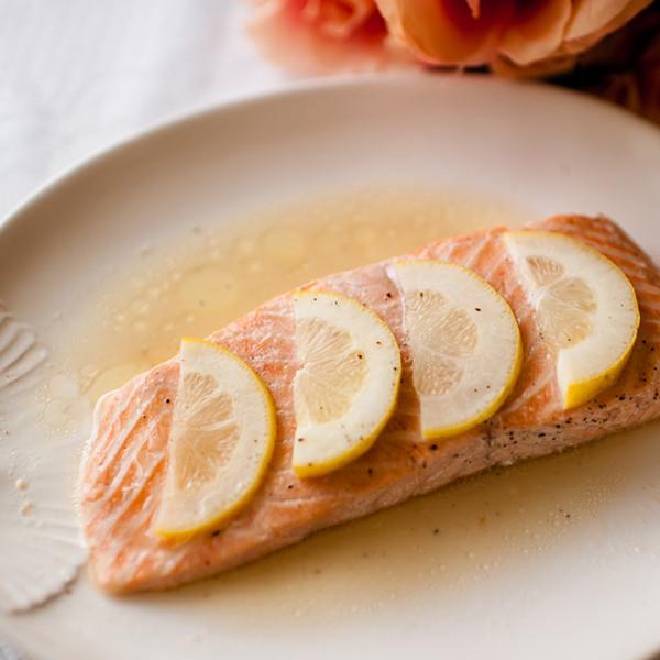 春天輕午餐料理──檸檬奶油紙蒸鮭魚