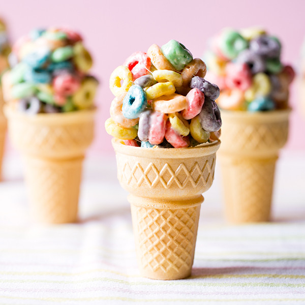 5分鐘快速親子甜點 - 彩色棉花糖甜筒