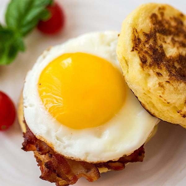5分鐘一鍋做早餐 — 微笑太陽蛋培根滿福堡 (Pearl life鬆餅鍋)