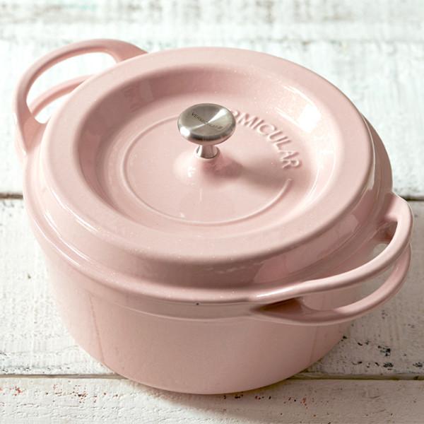 鑄鐵鍋越用越好用的秘密【白琺瑯鑄鐵鍋簡易開鍋養鍋法】