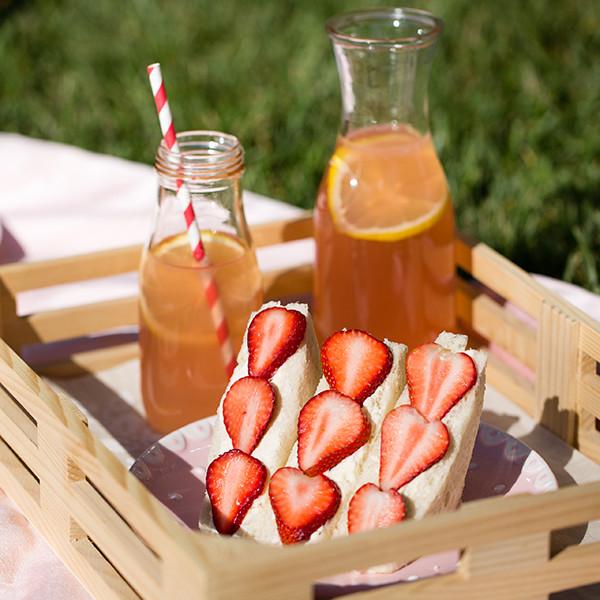 初春の野餐小派對 草莓鮮奶油三明治