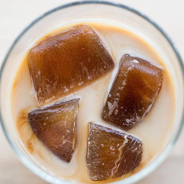 10秒鐘做好一杯冰拿鐵!【冰磚拿鐵咖啡】