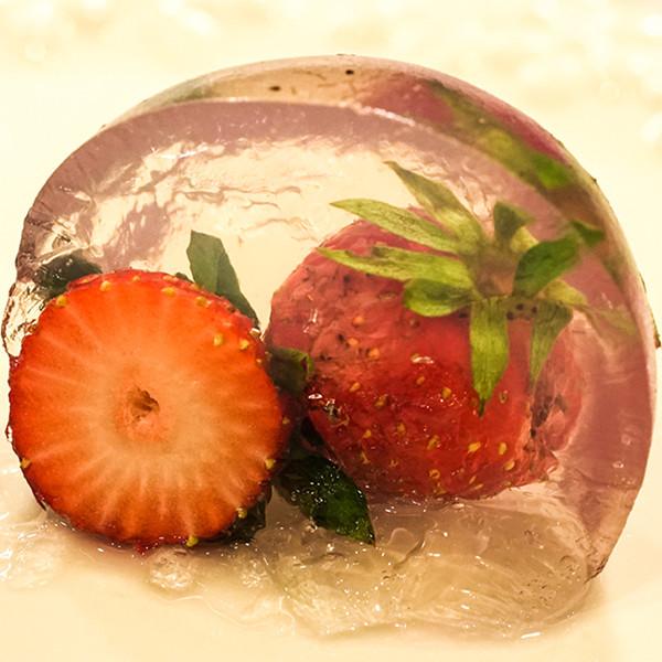 好吃又好玩的親子甜點【草莓圓球果凍】