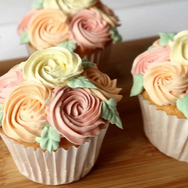 【Two Bites】母親節快樂!玫瑰花杯子蛋糕