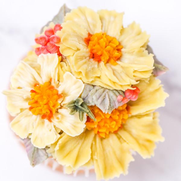 蛋糕上的小花園~韓式裱花【波斯菊】