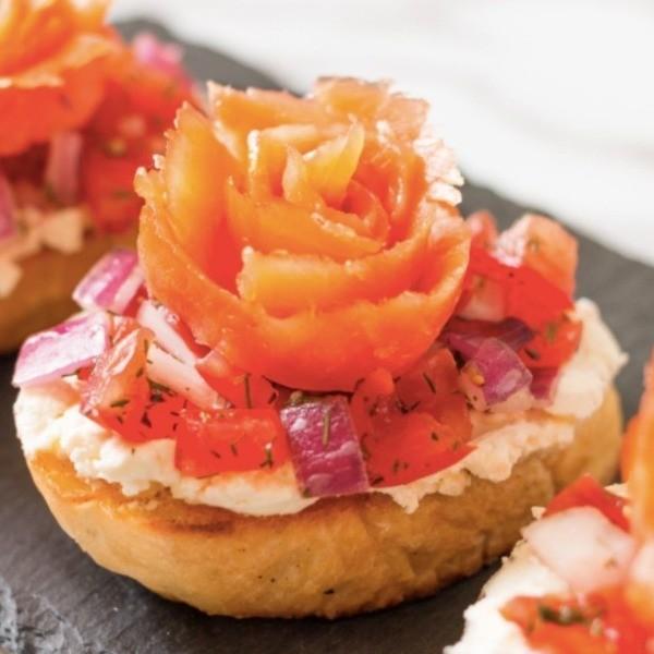 【成波之路】經典西式前菜~玫瑰燻鮭魚麵包