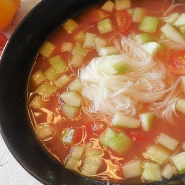 【靜姐上菜】 夏日午餐吃這個~番茄冷湯麵線