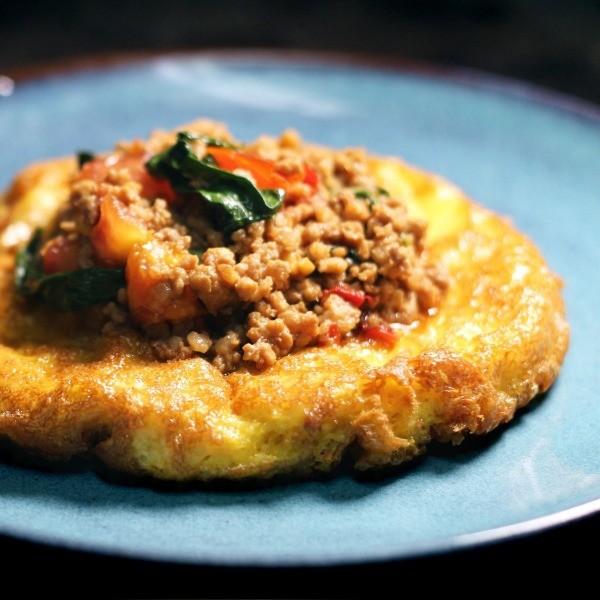 【豬肉王子的下班餐桌】一碗白飯哪夠配?泰式炸蛋打拋豬
