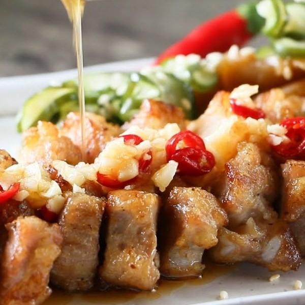 【Honney's Kitchen】不油膩好下飯~蒜泥醋汁五花肉