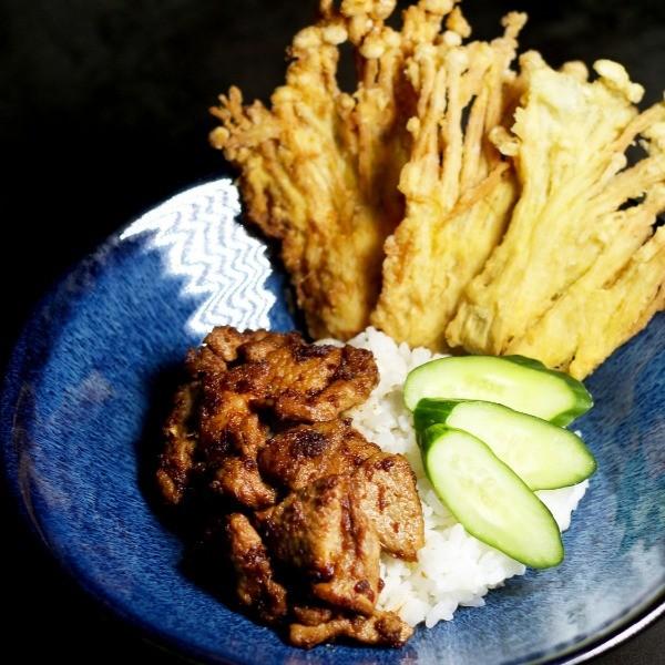 【豬肉王子的下班餐桌】這碗就是要大口吃光光!泰式沙茶燒肉飯