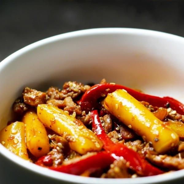 【豬肉王子的下班餐桌】 香辣快手晚餐~韓式年糕雜菜