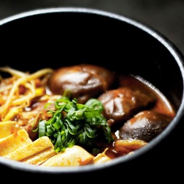 【豬肉王子的下班餐桌】韓式什錦豆腐鍋 Korean Soft Tofu Stew