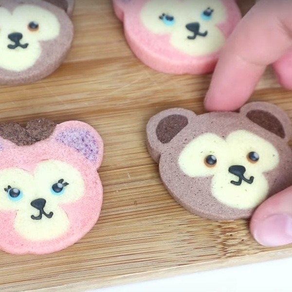 【Two Bites】超萌迪士尼甜點~達菲熊&雪莉梅冰盒餅乾