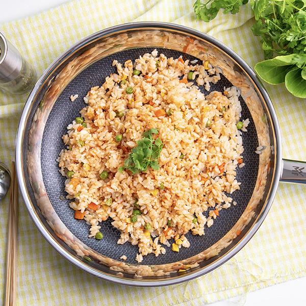 粒粒分明三鮮炒飯這樣做 WMF耐磨深煎鍋
