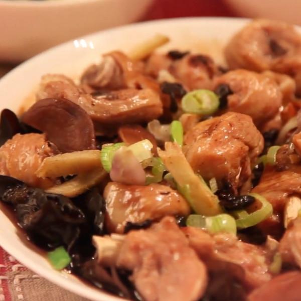 【胡說八道菜FoodyTraveller】木耳蒸雞