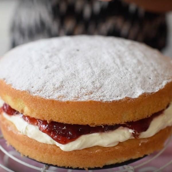 【Mrs P's Kitchen】新手必學~英式維多利亞海綿蛋糕