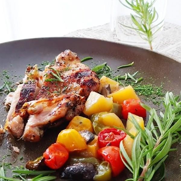 【小黃鴨廚房】夏日免開火料理~迷迭香鮮蔬烤雞